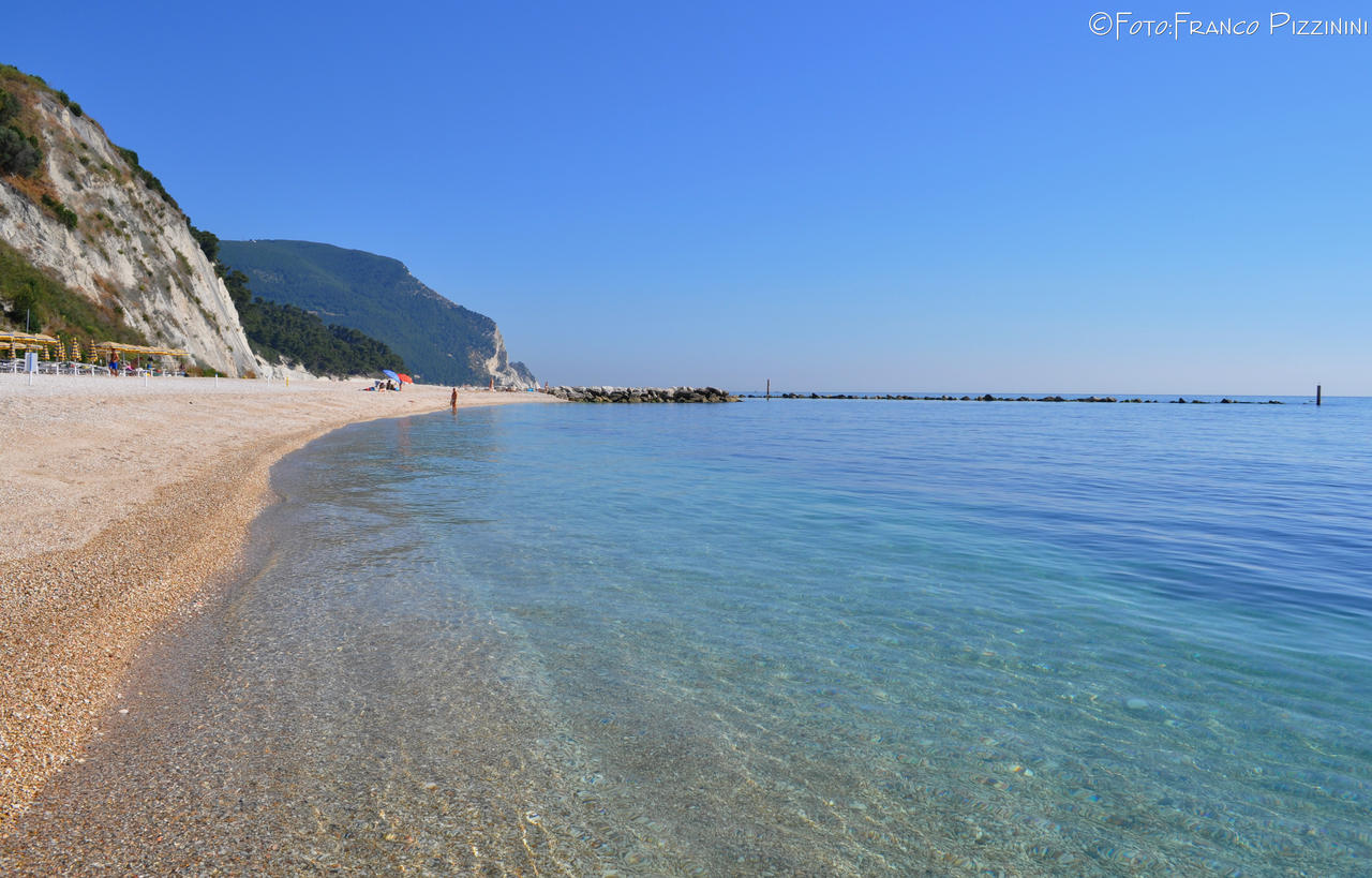 Fantastic beach *La spiaggiola* in Numana I by lailalta