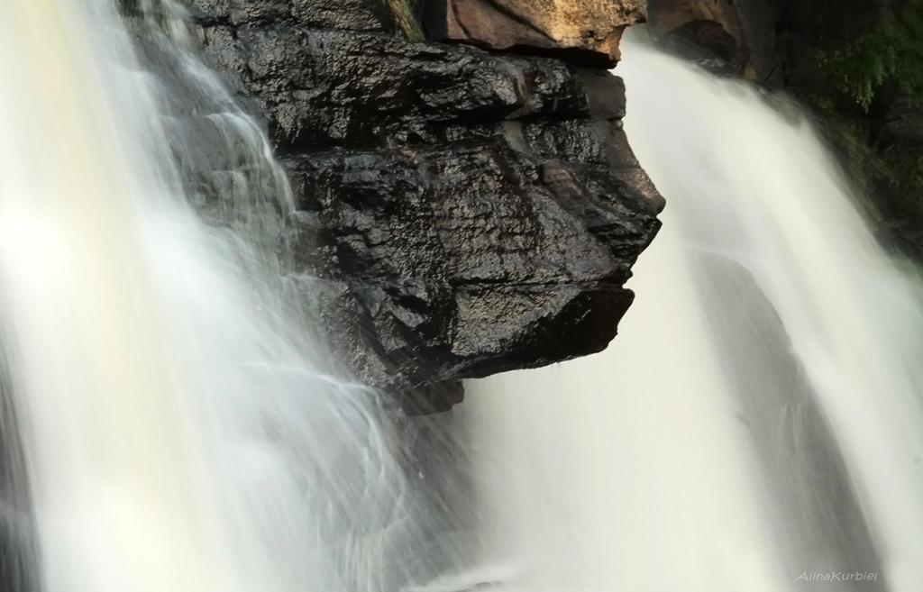 Blackwater Falls Cloas-up by AlinaKurbiel