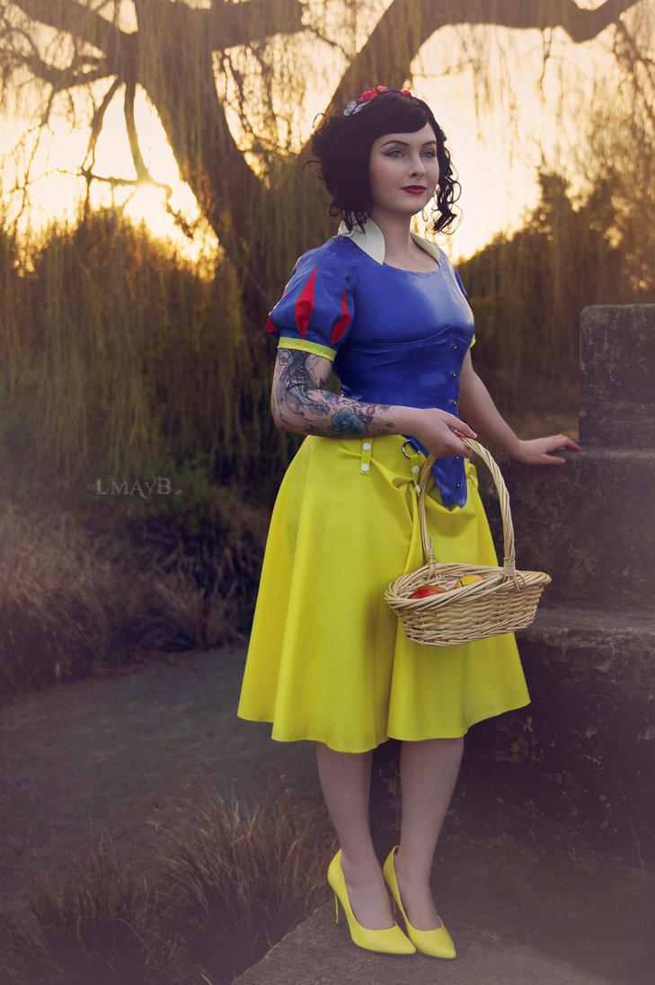 Snow White by misspoisoncandy