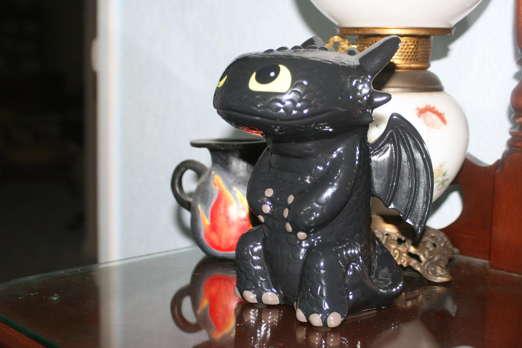 Toothless statue by Twilighthedgehog