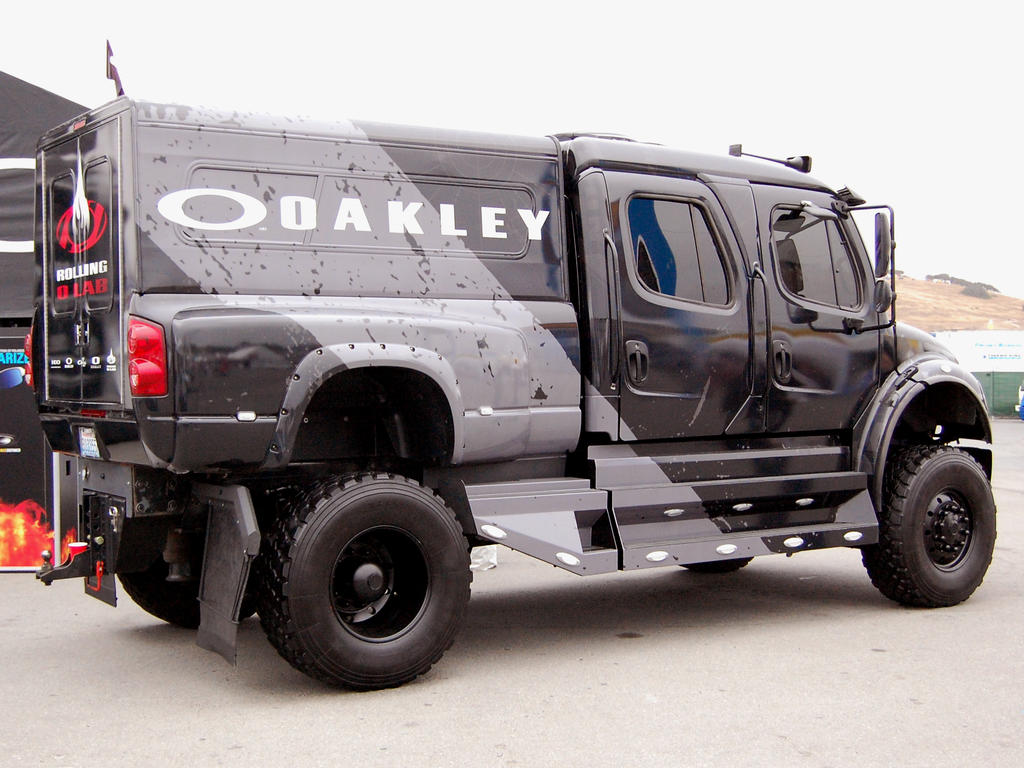 BLACK off road Freightliner by Partywave