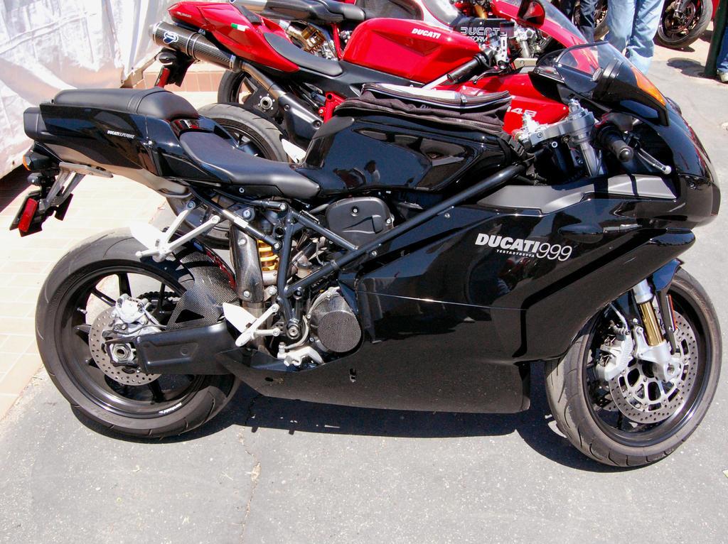 File:Ducati 999 Testastretta.jpg - Wikimedia Commons