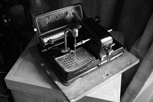 Rare Mignon typewriter Model 4 from 1926 by AEG 2