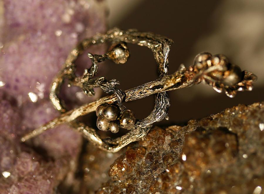 Rowan brooch by elanorien