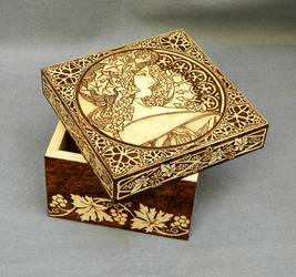 Woodburned Art Nouveau wooden keepsake box