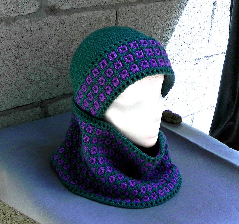 Fashionable interlocked crochet hat scarf peacock by YANKA-arts-n-crafts