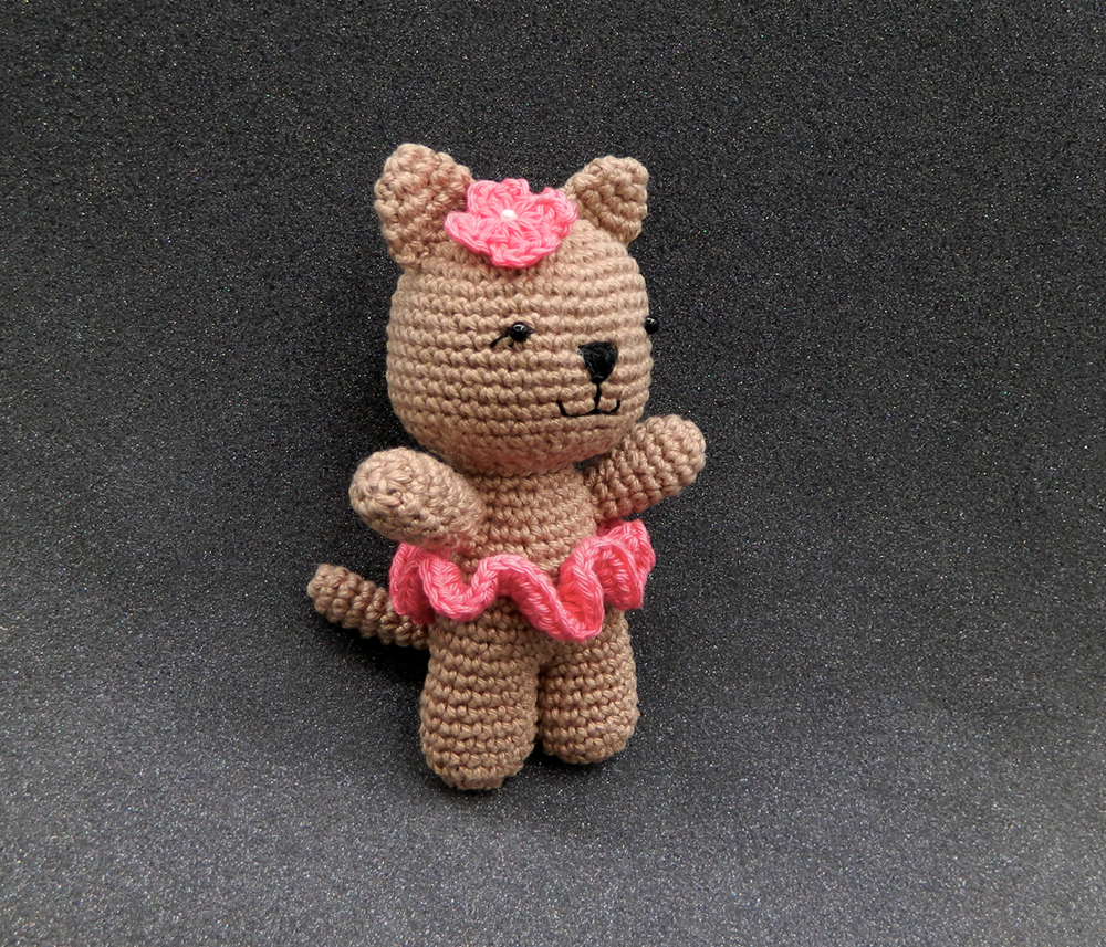 Free Pattern Mini Ballerina Animal Crochet Dolls ... | 857x1000