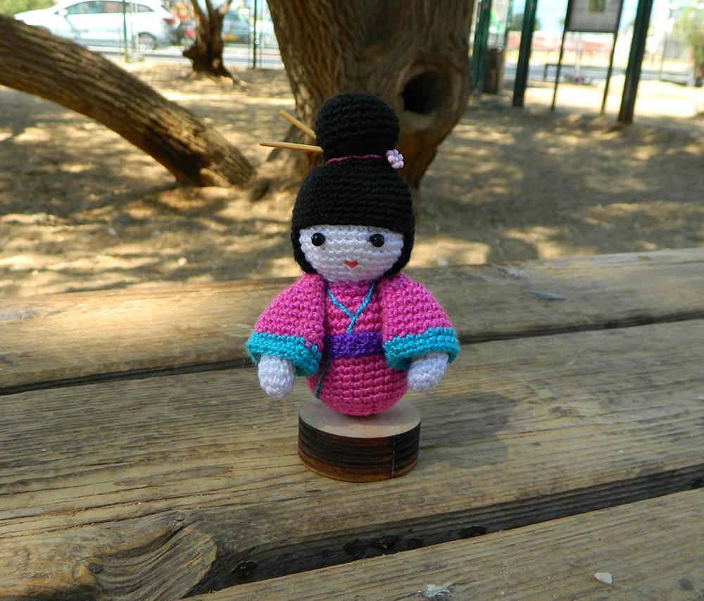 Ravelry: Japanese Amigurumi Kimono Girl Doll pattern by Sweet Softies | 853x1000