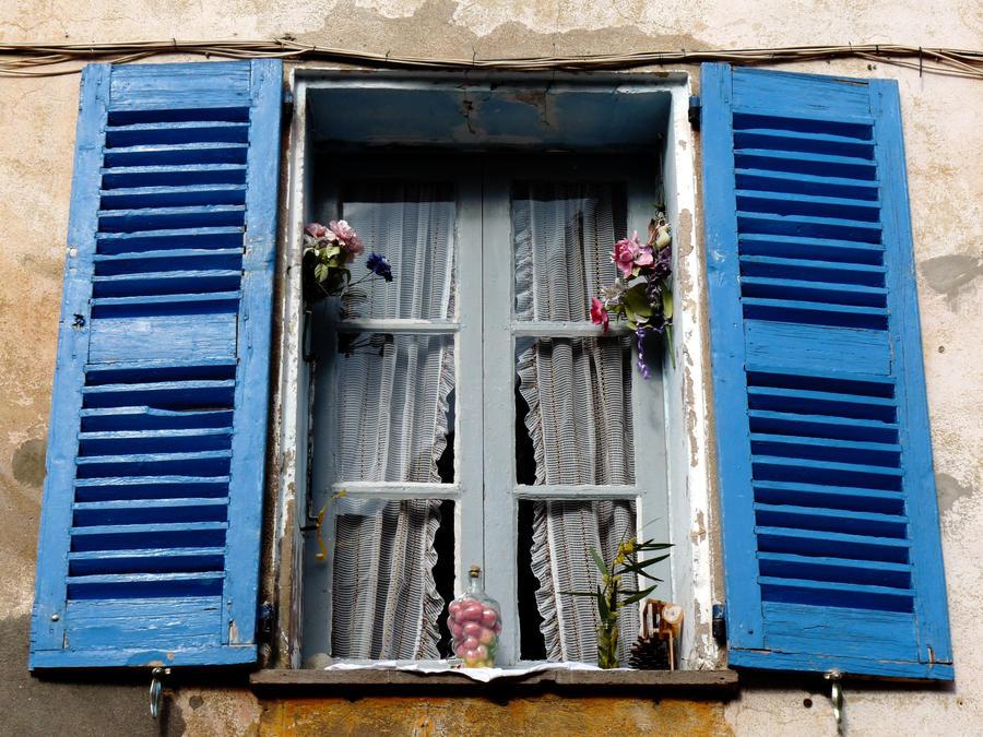 blue window by Dieffi