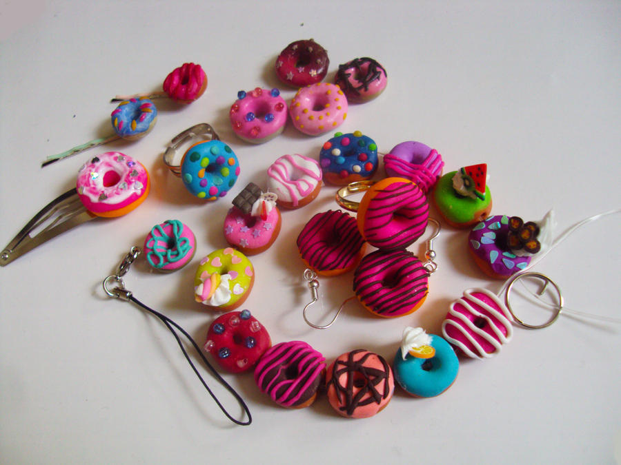 Fimo clay donouts accessoires deco by nakito chan on for Deco accessoires