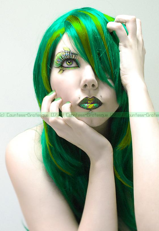 . I heart green . by GrotesquePuPPyMeow