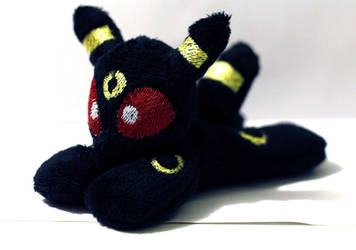 Mini Beanie Umbreon by buttsnstuff