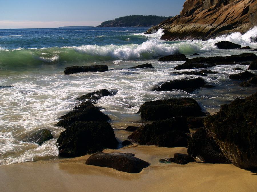 The waves at Sand Beach by davincipoppalag