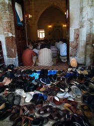 shoes on pray