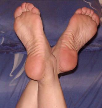 Ankles Crossing my Feet by piaslave
