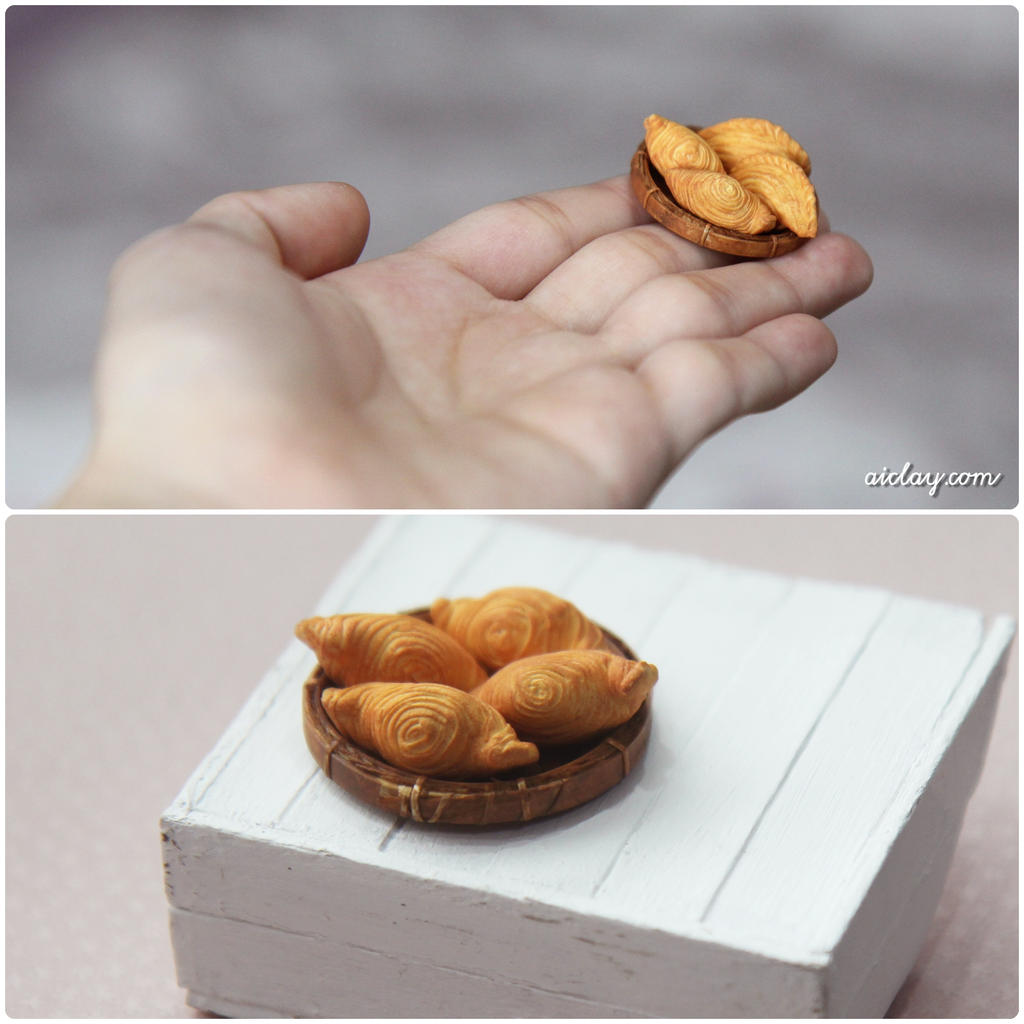 Miniature Curry Puffs by Aiclay