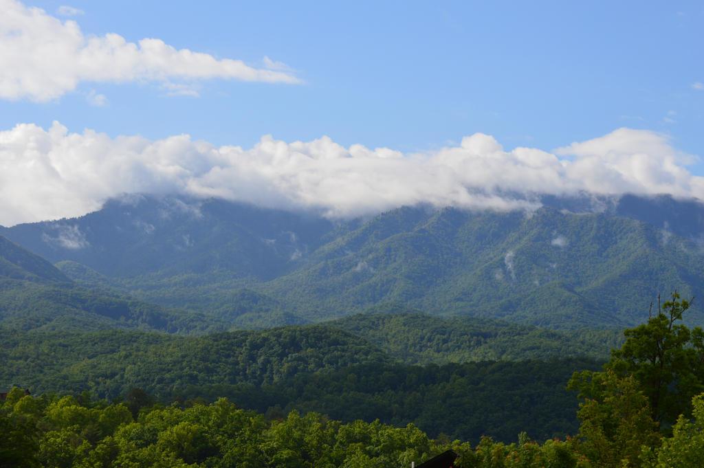 Smokey Mountains by RAYNExstorm