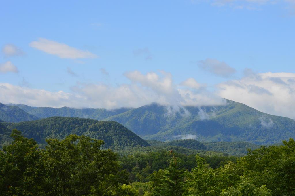 Smokey Mountains 2 by RAYNExstorm