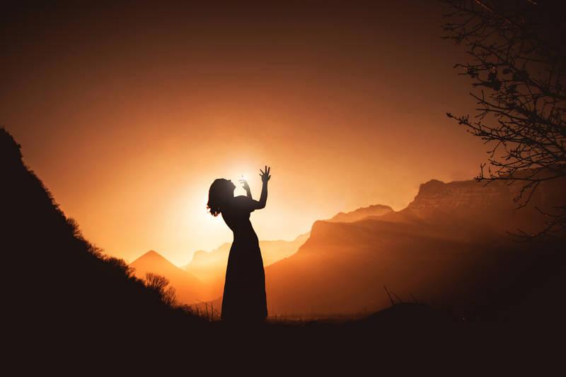 Following the sun by Julieoftheworldtree
