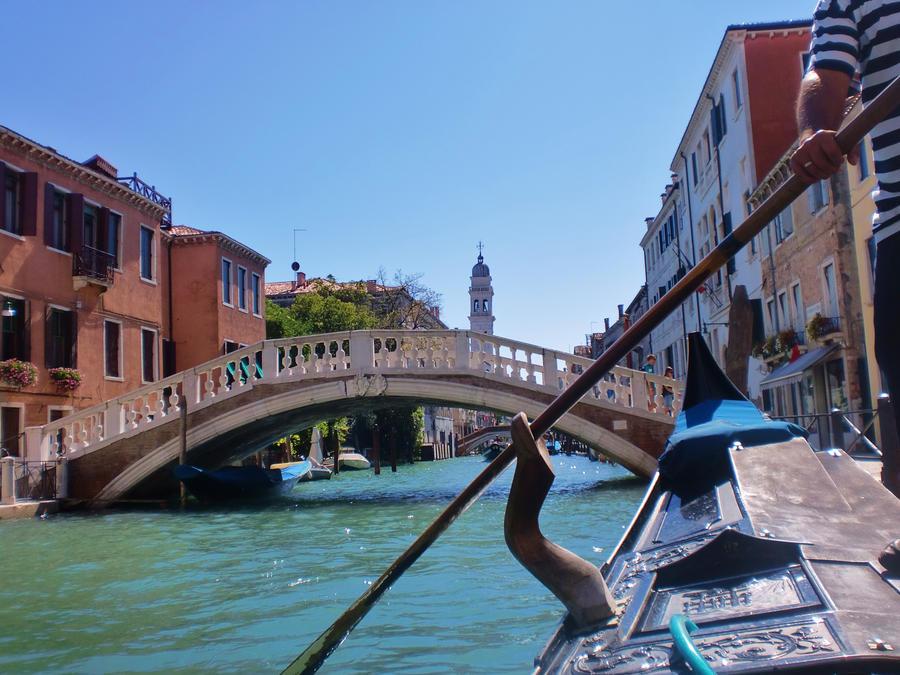 Gondola by Aleiduchi
