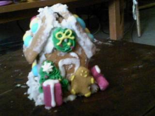 Mini Gingerbread House by zelda-zipple
