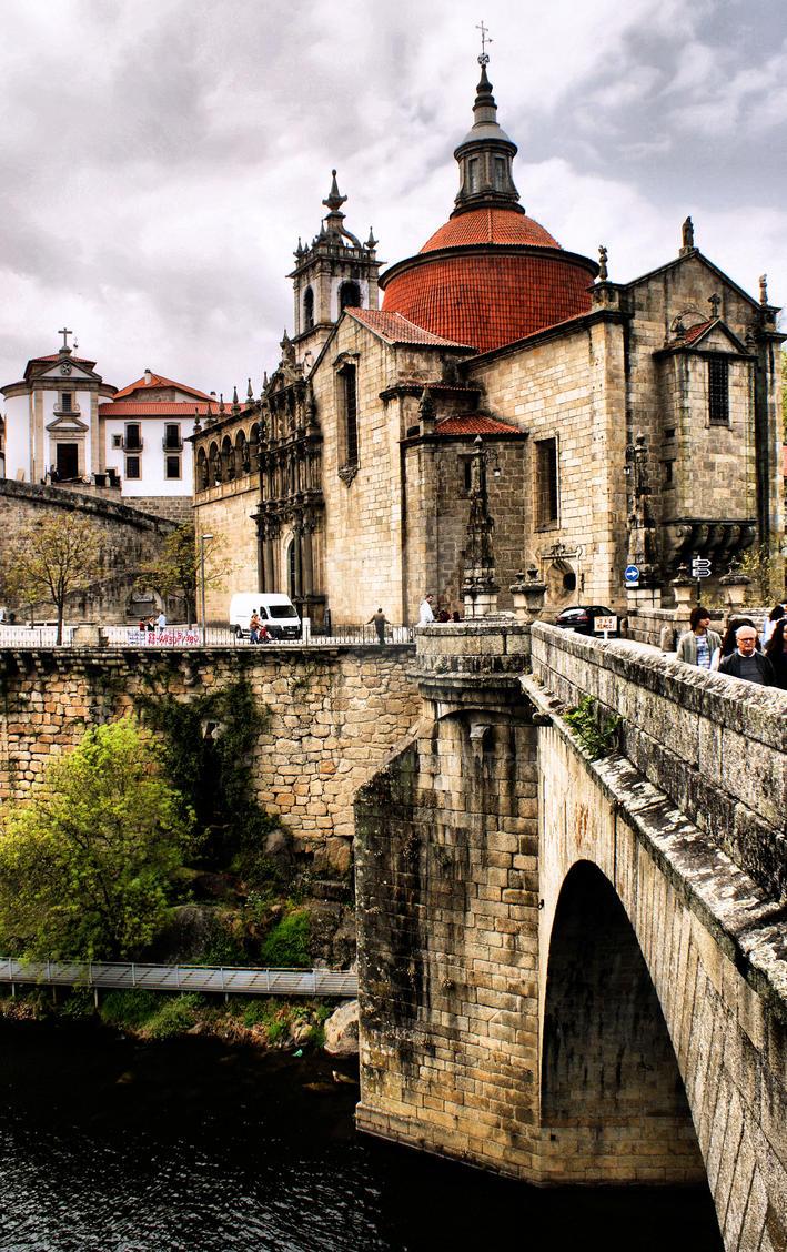 Sao Goncalo Monastery and bridge in Amarante by vmribeiro