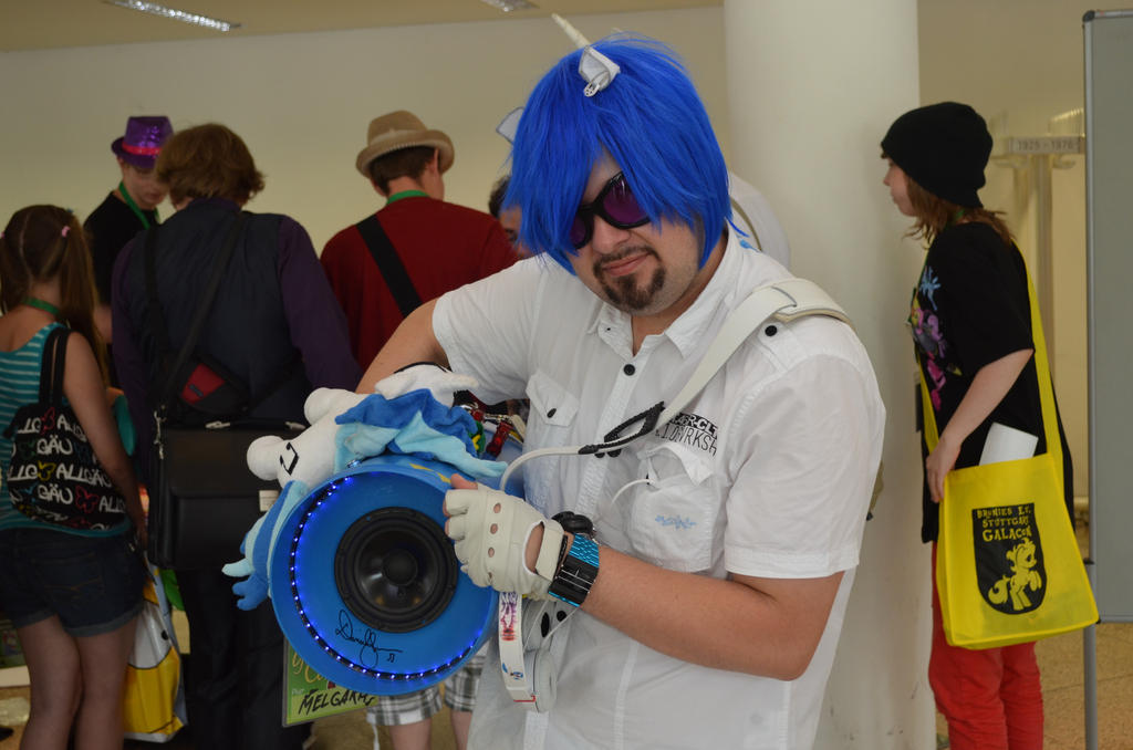 Vinyl Scratch with bass cannon @ Galacon 2014 by AleriaVilrath