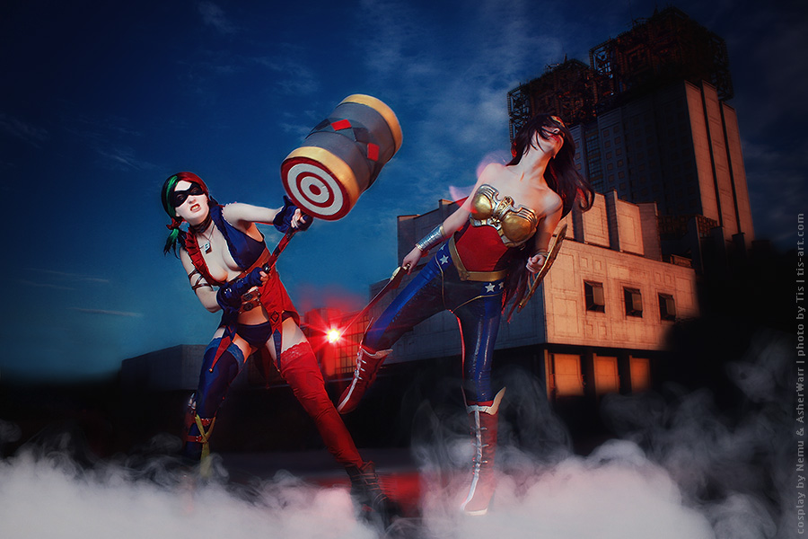 Harley Quinn vs Wonder Woman by TaisiaFlyagina