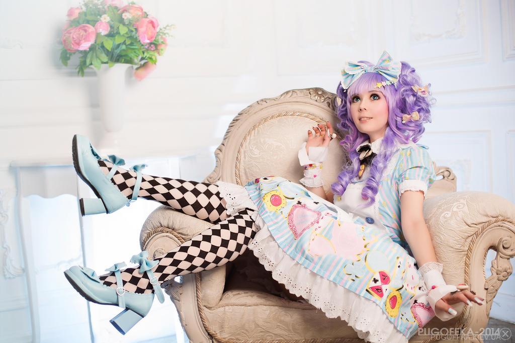 Lolita: Alice in Wonderland by TaisiaFlyagina