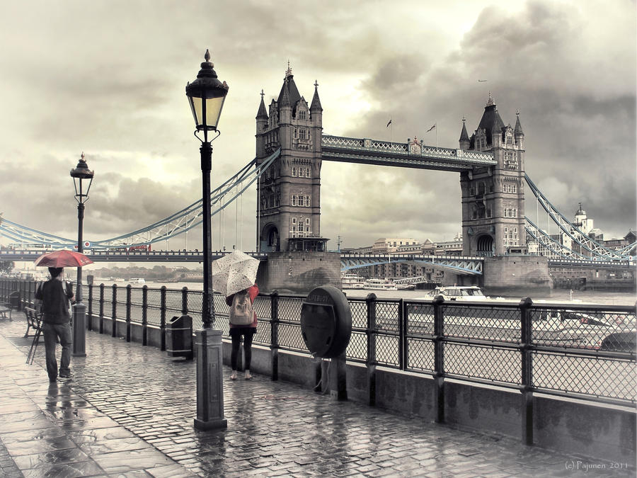 They met in rainy London... by Pajunen