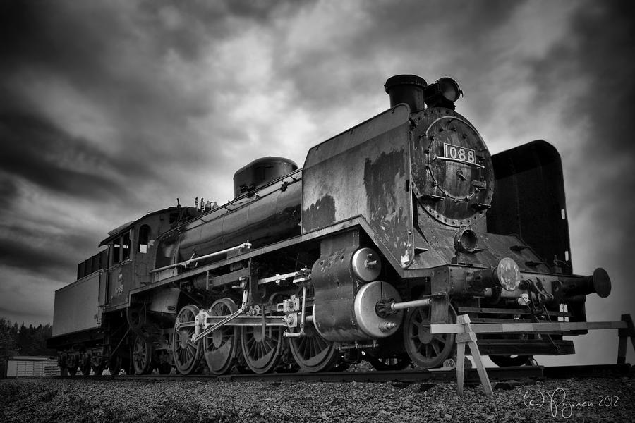 Locomotive 1088 bw by Pajunen