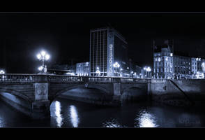 O'Connell bridge by night by Pajunen