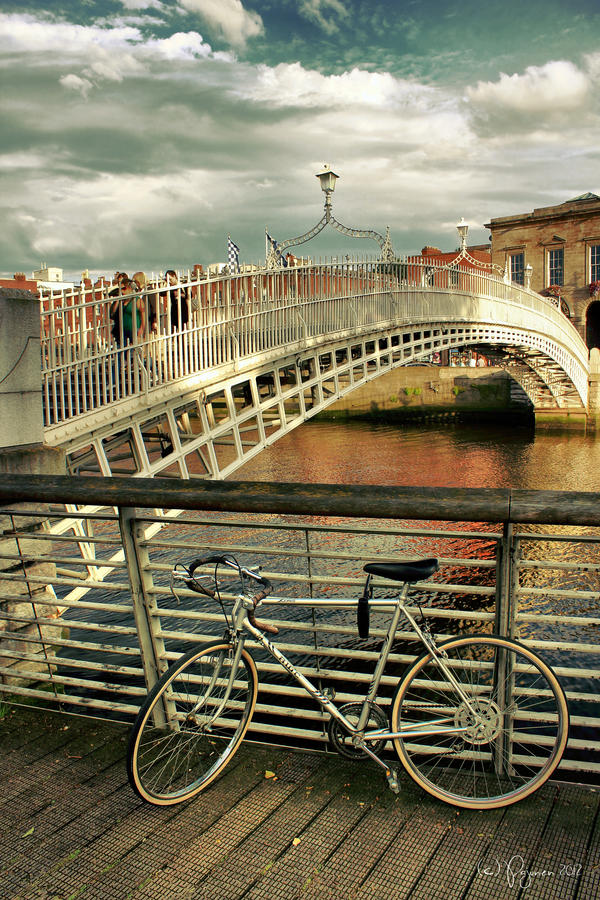 Bicycle in Dublin by Pajunen