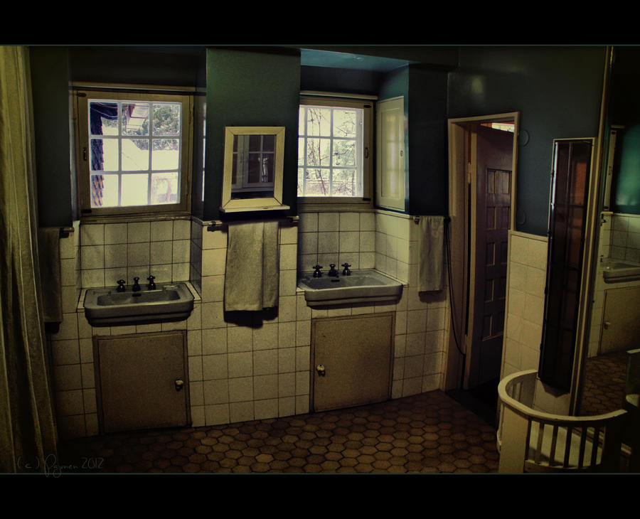 Old bathroom by Pajunen