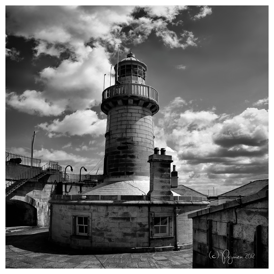 Dun Laoghaire East Pier Lighthouse by Pajunen