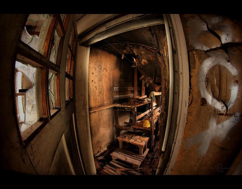 Abandoned Sauna by Pajunen