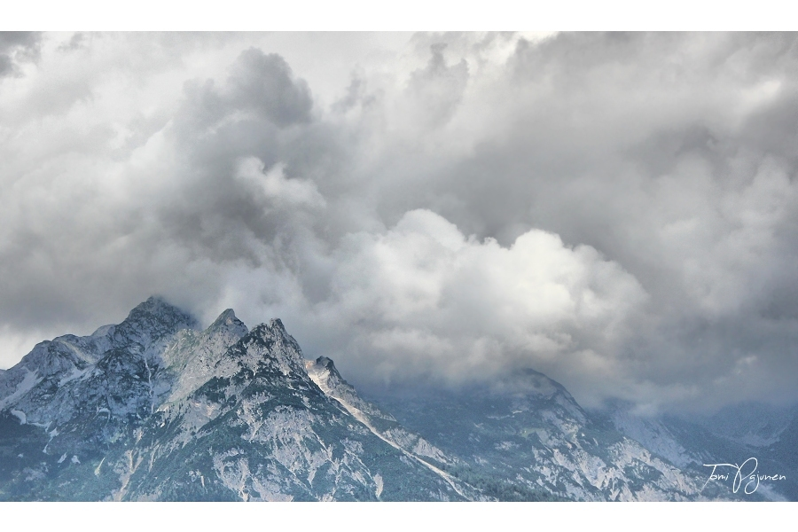 Clouds and Mountains by Pajunen