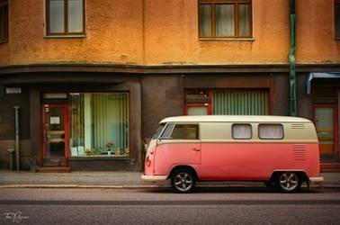 Old Van by Pajunen
