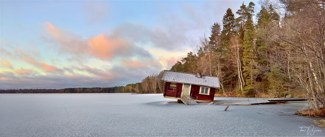 A chacun son image ! - Page 5 Tilted_sauna_cottage_by_pajunen-dbon3ei