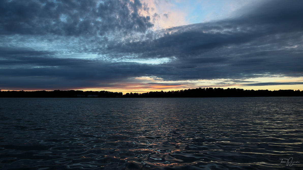Sunset sea by Pajunen