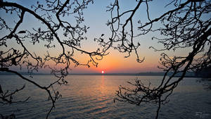 Sunset seashore by Pajunen