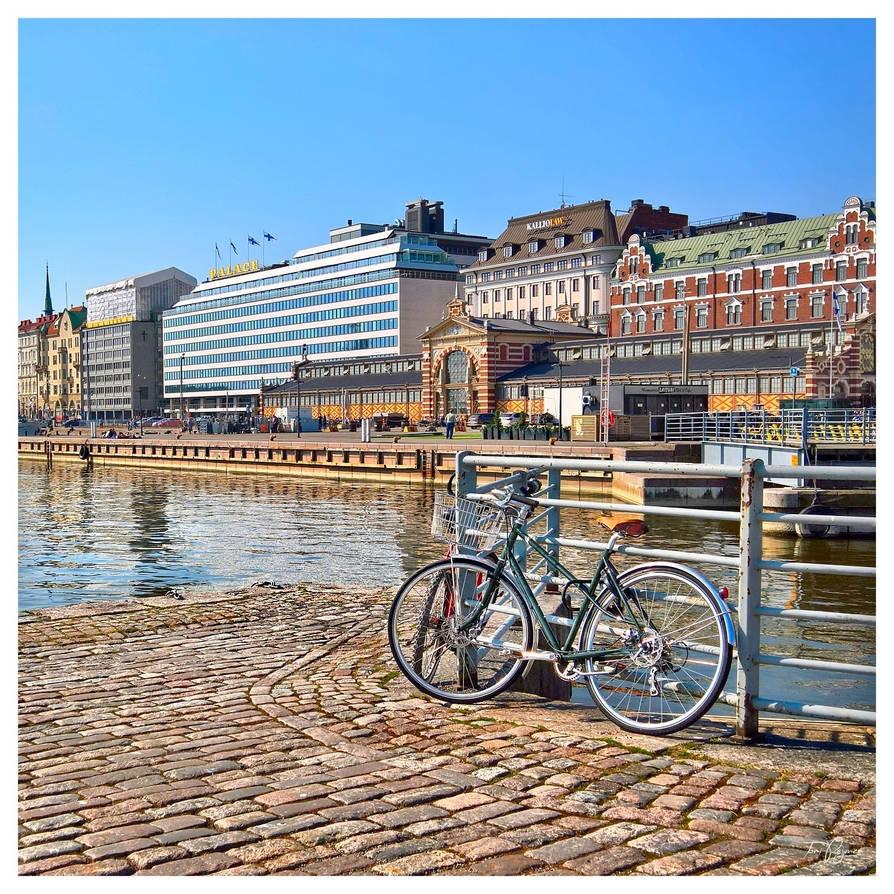 Kauppatori Market Place in Helsinki by Pajunen
