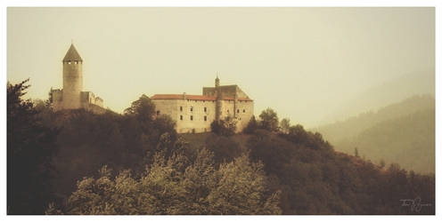 Castle in Italy by Pajunen