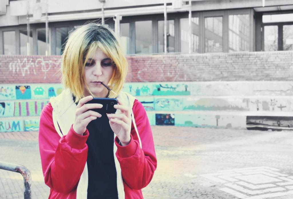Phone and Pocky by blackAunty