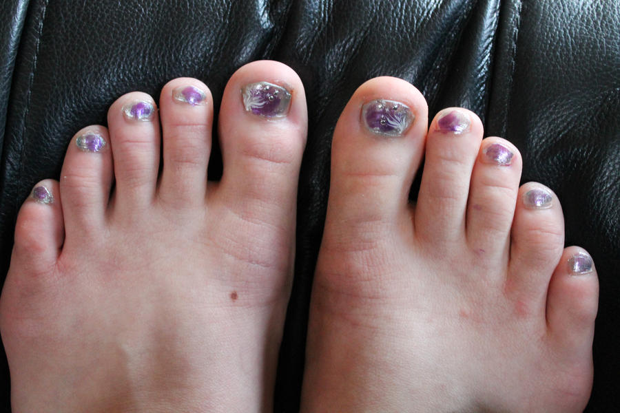 Nail art design- feet by whitneymusil on DeviantArt