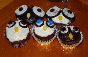Owl Cupcakes by deathkokoro