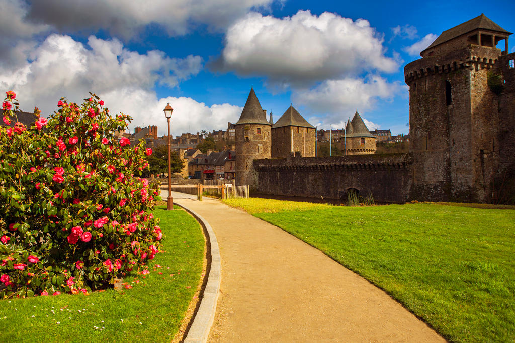 Fortress of Fougeres by olgaFI