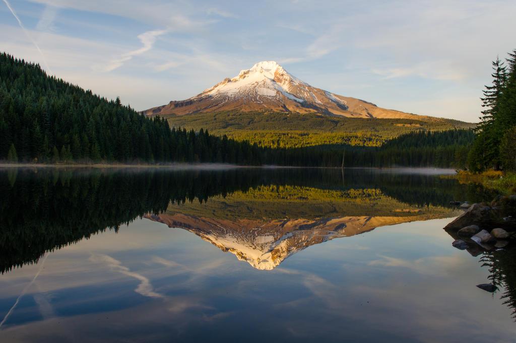 Trillium Lake reflection by DrisanaPecado