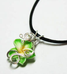 Wire Wrap Tropical Flower Perfume Pendant 2 by Create-A-Pendant