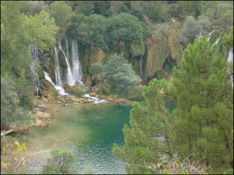 Waterfall and the lake by NorryLasAnimales